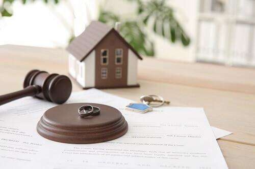 Splitting a house during divorce